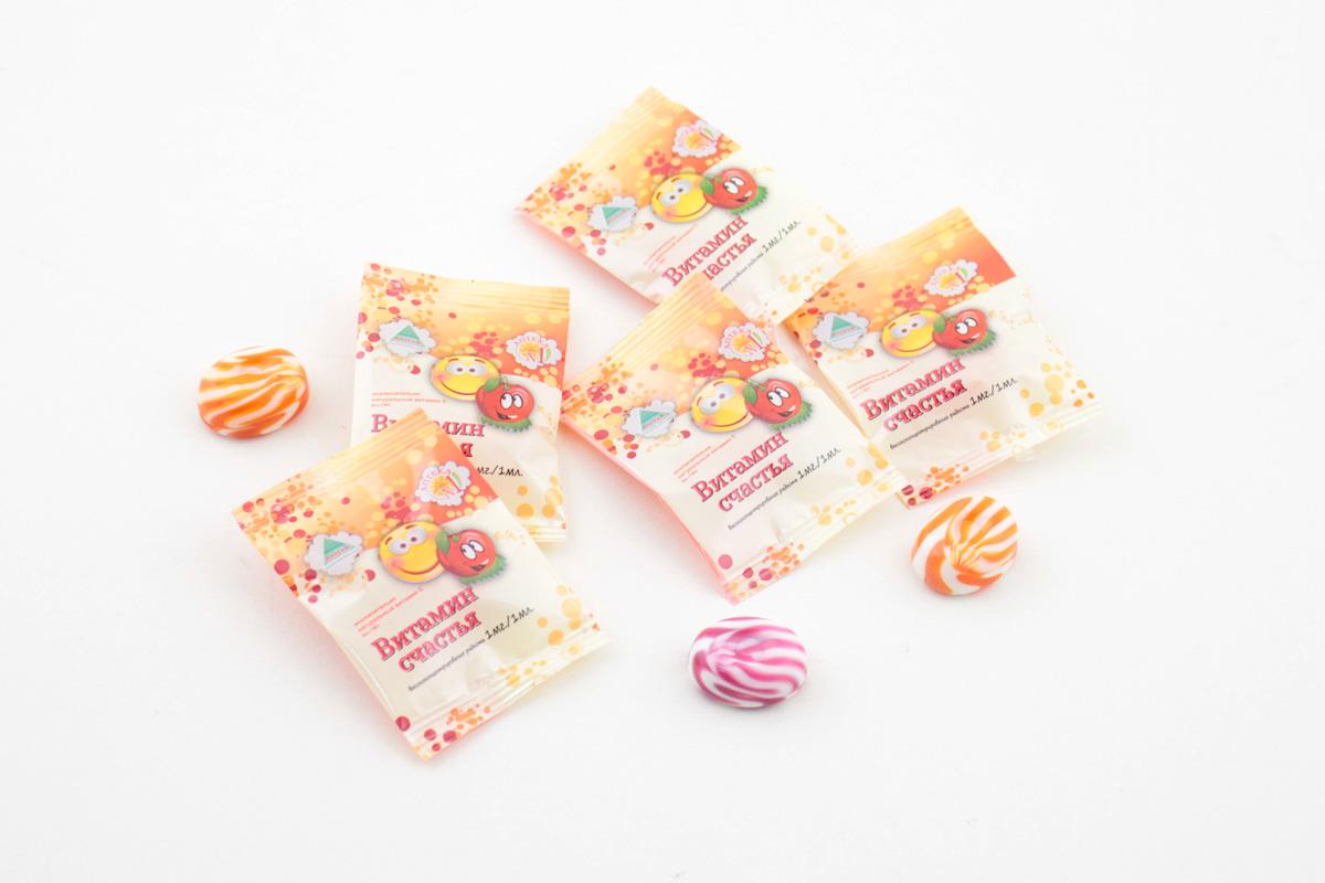 конфеты в пакете с логотипом