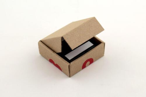 часы на магните в коробке из гофрокартона